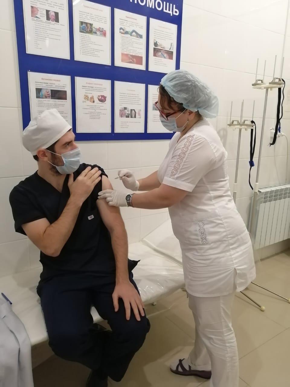 Медработники Республиканского центра травматологии и ортопедии прошли вакцинацию от гриппа